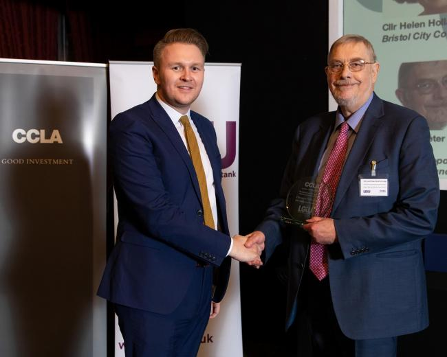 Lord Peter Smith receives his award from LGiU chair Cllr Michael Payne