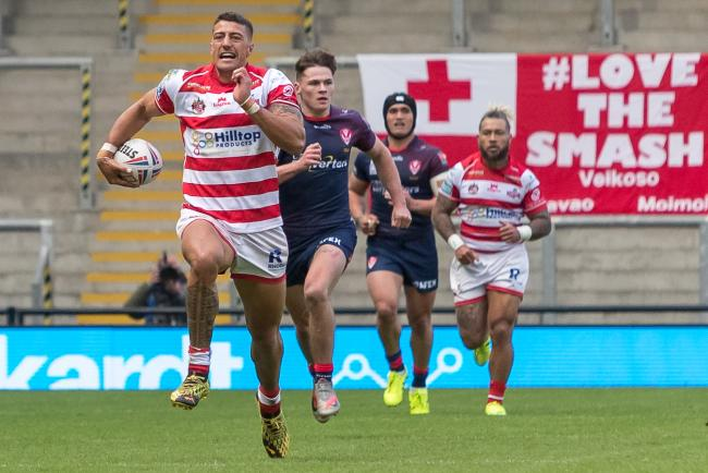 Anthony Gelling races through for an interception try. Pic: Richard Walker.