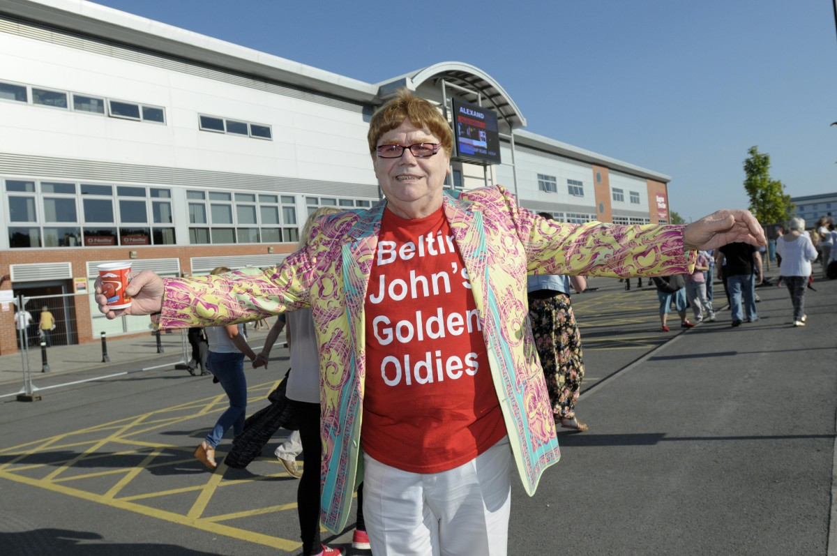 Sell-out crowd gathers for Sir Elton John