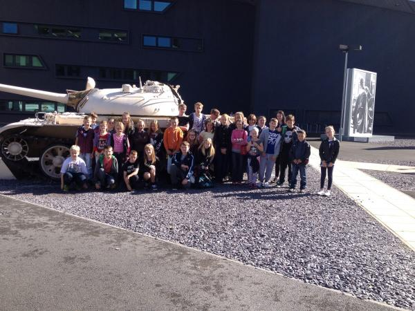 Youth group visits war museum