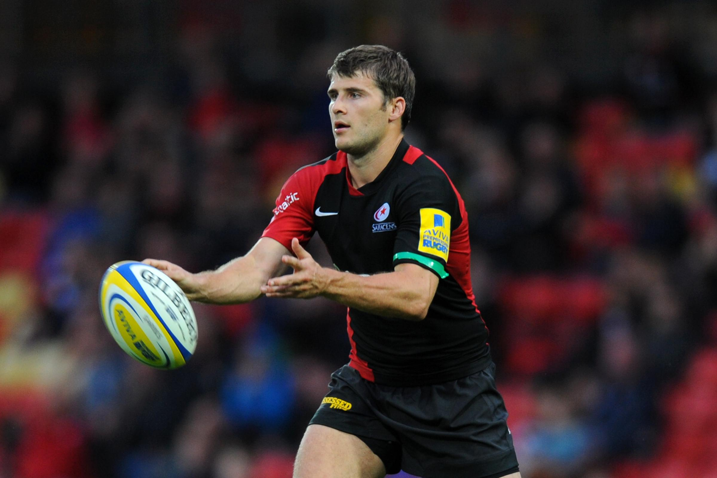 England scrum-half Richard Wigglesworth has signed a new one-year contract extension with Saracens.