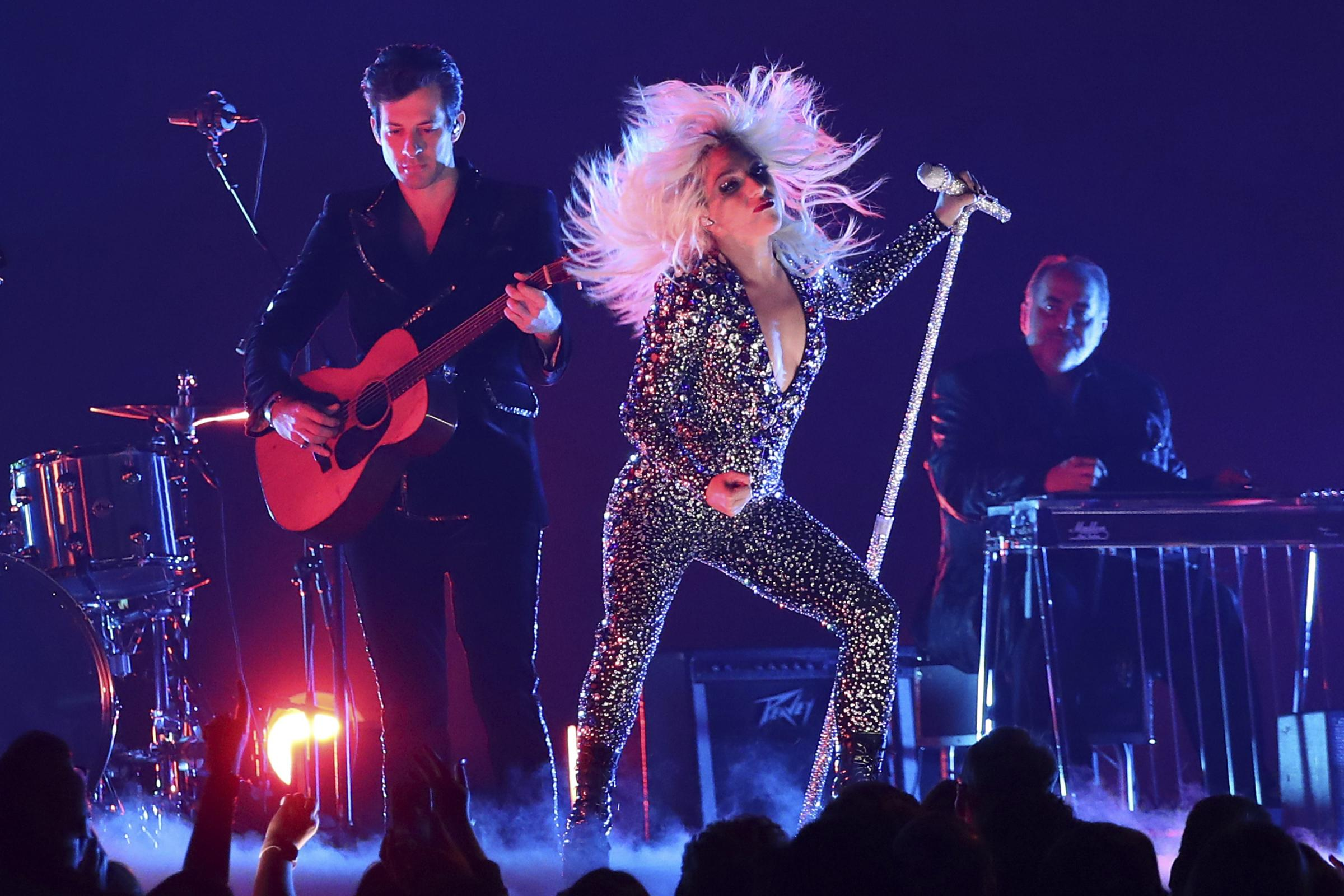 Lady Gaga performs Shallow at the Grammys