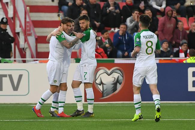 Republic of Ireland's Jeff Hendrick (left) celebrates shis goal with team-mates